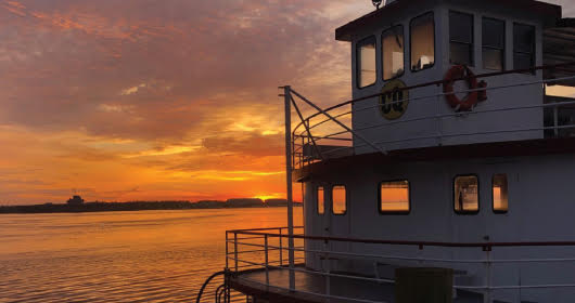 Hudson River Sightseeing Cruise with Lunch Package
